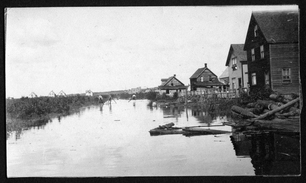 A scene from an East End flood in 1913. TBHMS 994.13.1A